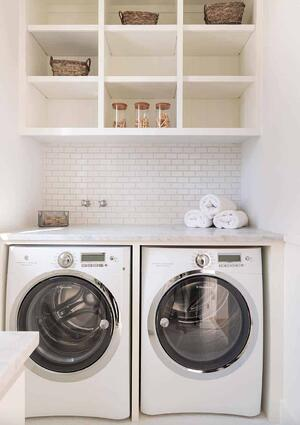 Functional-Stylish-Small-Laundry-Rooms-02-1-Kindesign