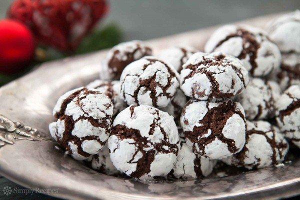 chocolate-crinkle-cookies-horiz-a-1600-600x400
